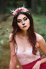 Nežná kvetinová čelenka s parožkami Halloween