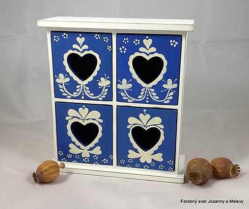 štvoršuplíková skrinka Modrá so srdiečkami
