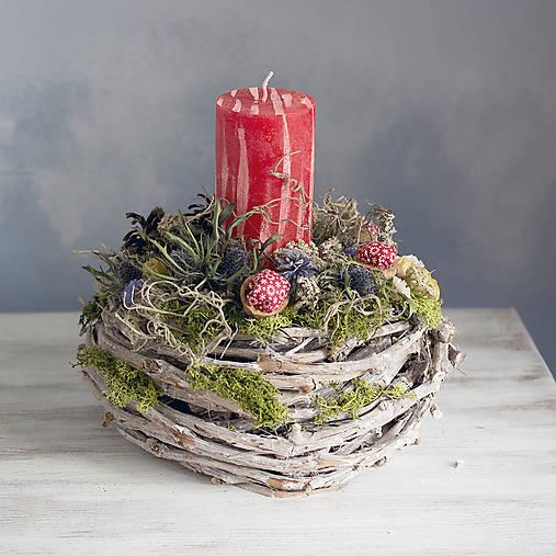 Dekorácie - Zimný svietnik Červená svieca - 10004576_