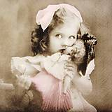 - Servítka V12- Dievčatko s bábikou - 10001691_
