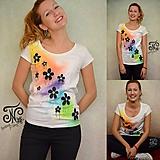 Tričká - Dúha & rozliate kvetinky  - maľované dámske tričko (skladom M) - 10004646_