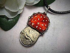Náhrdelníky - keramika ..muchotrávka - 10004317_
