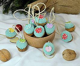 Dekorácie - Vianočné orechy  s jabĺčkami - 10004176_