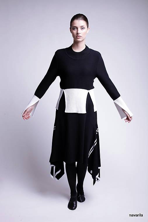 TALA - dvoubarevný svetr s rozparky