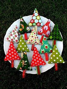 Dekorácie - Veselé vianočné stromčeky - 10007271_