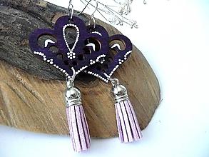 Náušnice - fialové folk náušnice so strapcami - 10007079_