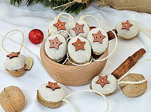 Dekorácie - Vianočné orechy béžové s hviezdičkou - 10005638_