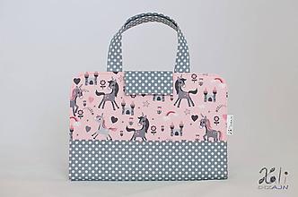 Detské tašky - Detský kufrík - pastelkovník Jednorožce na ružovom - 10011921_