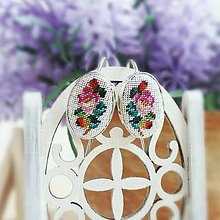 Náušnice - Strieborné oválne náušnice s ručne vyšívanými kvetmi - 10010353_