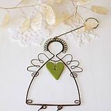 Dekorácie - anjel so srdiečkom- vianoce (zelené srdiečko) - 10015674_