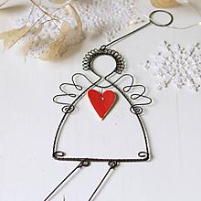 Dekorácie - anjel so srdiečkom- vianoce (červené srdiečko) - 10015662_