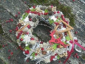 Dekorácie - ZĽAVA  Šiškový vianočný veniec - 10014947_