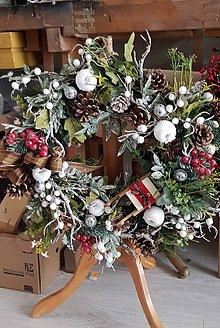 Dekorácie - Vianočný veniec na dvere - 10013432_