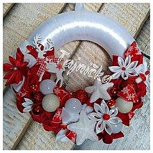 Dekorácie - Červený vianočný závesný venček - 10013337_