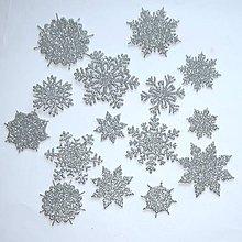 Materiál ručne robený - Snehové vločky, výrezy Strieborná glitrovaná 15 ks - 10014722_
