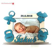 Rámiky - Detský fotorámik s údajmi o narodení a vyrezávaným menom - 10012618_