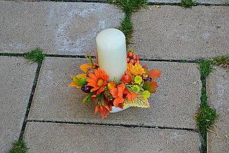 Dekorácie - Dekorácia v jesenných farbách so sviečkou a oranžovým kvetom - 10016829_
