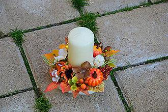 Dekorácie - Dekorácia v jesenných farbách so sviečkou a tekvicou - 10016832_