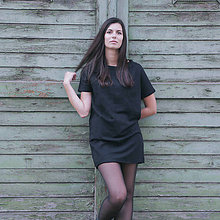 Šaty - Čierne šaty s krátkym rukávom - 10017667_