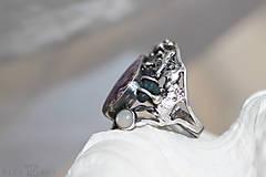 Prstene - Strieborný prsteň s čaroitom, grape chalcedónom a mesačným kameňom - Lesné tajomstvo - 10017724_