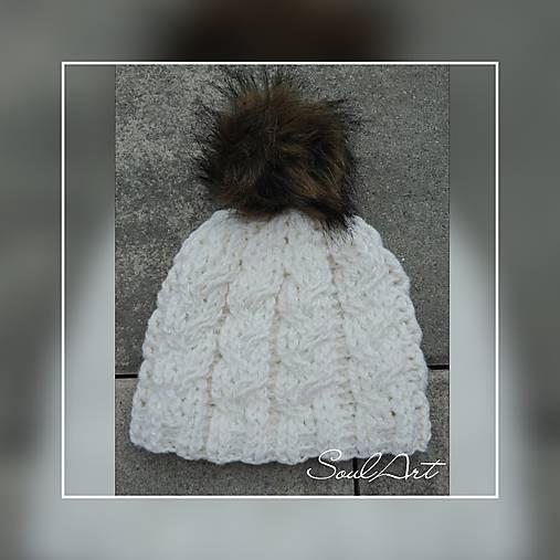 Háčkovaná čiapka, smotanovej farby s brmbolcom, pre dievča i chlapca