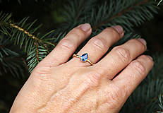 Prstene - Vetvičkový so zirkónom farby safíru, rúžové zlato - 10018431_
