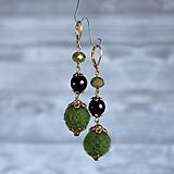 Chutné chlpaté balbuľky, prírodný kameň onyx - náušnice, zelená, čierna, zlatá