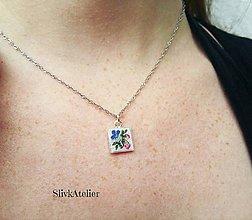 Náhrdelníky - Strieborný náhrdelník s ručne vyšívaným príveskom Ag 925 - 10017304_