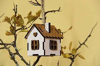 Dekorácie - drevený domček / chalúpka na zavesenie - 10016901_