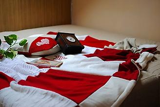 Úžitkový textil - Červeno-biela so srdiečkom - 10018552_