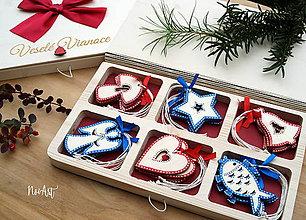 Dekorácie - Drevené vianočné ozdoby - Slovensko, červeno-modrá folklórna kolekcia - 10024018_
