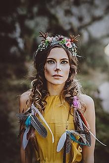 Ozdoby do vlasov - Pestrofarebná kvetinová čelenka s parožkami a perím - 10024642_