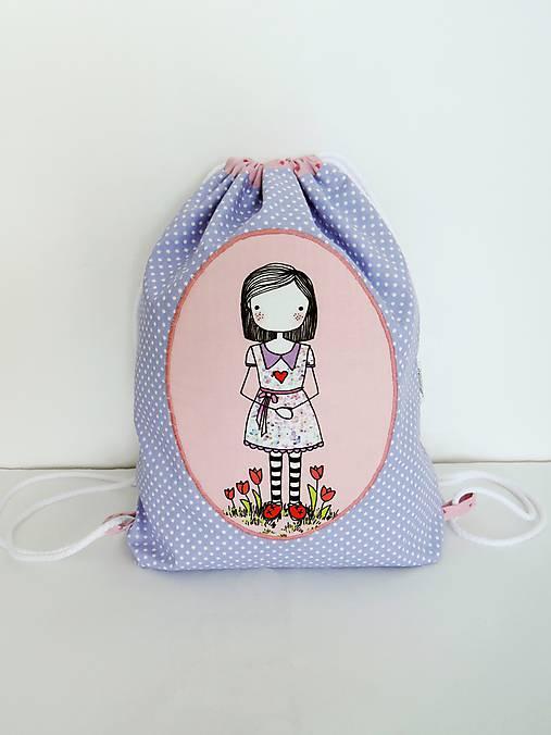 Fialový batôžtek - dievčatko s kvietkami