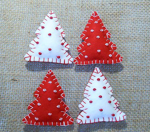Vianočné ozdoby - stromčeky s korálkami 4 ks