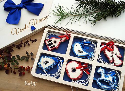 8433c5aa5 Drevené vianočné ozdoby - Slovensko II., červeno-modrá folklórna kolekcia