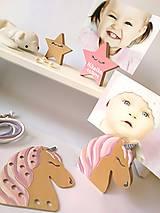 Hračky - Drevený jednorožec - prevliekacia hračka - 10025640_