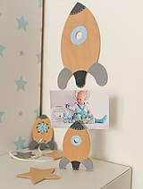 Detské doplnky - Veľká drevená RAKETA na stenu - 10026775_