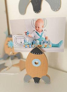 Detské doplnky - Drevená raketa na fotku - 10025404_
