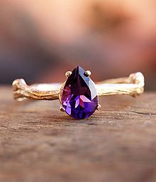 Prstene - Zlatý větvičkový s kapkou ametystu, žluté zlato - 10026932_