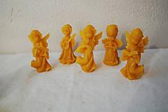 Dekorácie - Vianočná ozdoba z včelieho vosku anjel - 10028705_