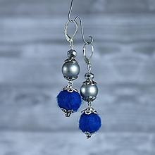 Náušnice - Chutné chlpaté balbuľky - náušnice, tmavo modrá, perleť, striebro - 10025168_