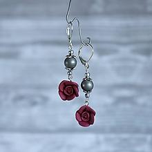 Náušnice - Ružičky polymér - náušnice, bordová, sivá, striebro - 10025255_