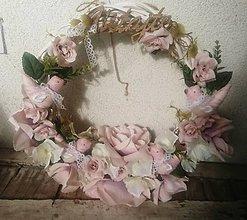 Dekorácie - Venček prenádherný ružový - 10027076_