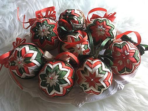 38894f7e5 Vianočné gule - falošný patchwork (červená, zelená, zlatá) / silvi.k ...