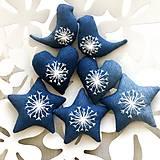 Dekorácie - Ručne vyšivane Vianočne Ozdobky - 10027348_