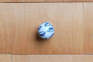 Komponenty - Úchytka modrá s kvietkom - 10028906_