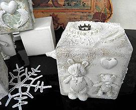 Dekorácie - Drevená 3D dekoratívna kocka... - 10032190_