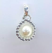 Iné šperky - Perleťový prívesok - 10031185_