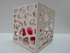 Svietidlá a sviečky - Svietnik s ornamentami (Biela) - 10030003_