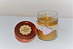 Svietidlá a sviečky - Sviečka z včelieho vosku v sklenenom pohári (so srdiečkom) - 10035521_